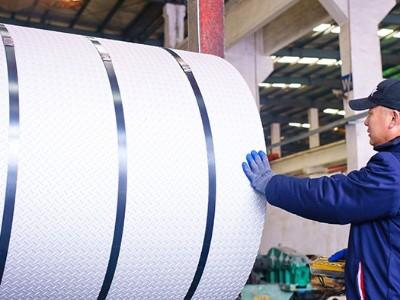 不锈钢期货9月25日上市 钢铁产业风险管理进一步完善