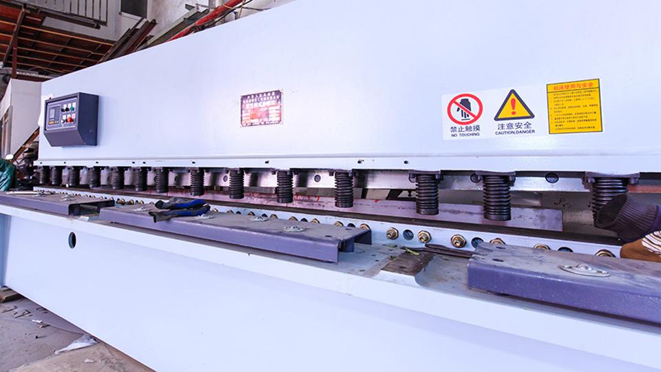 海润钢铁-剪裁设备